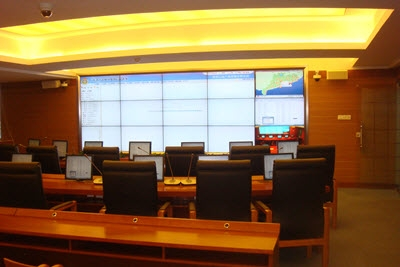 5x3 LCD Video Wall in a Meeting Room